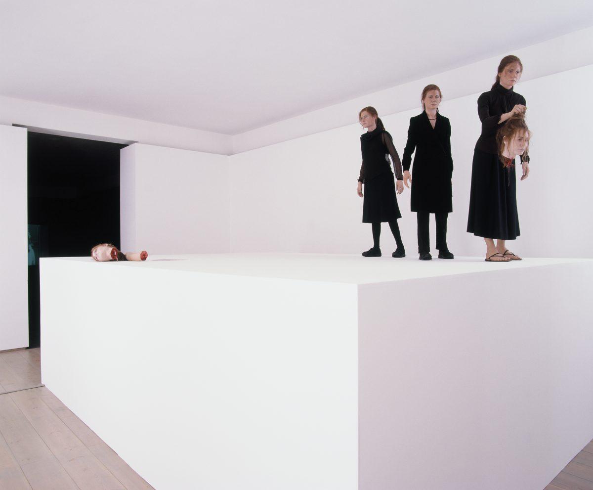 Menschen Opfern, installation view
