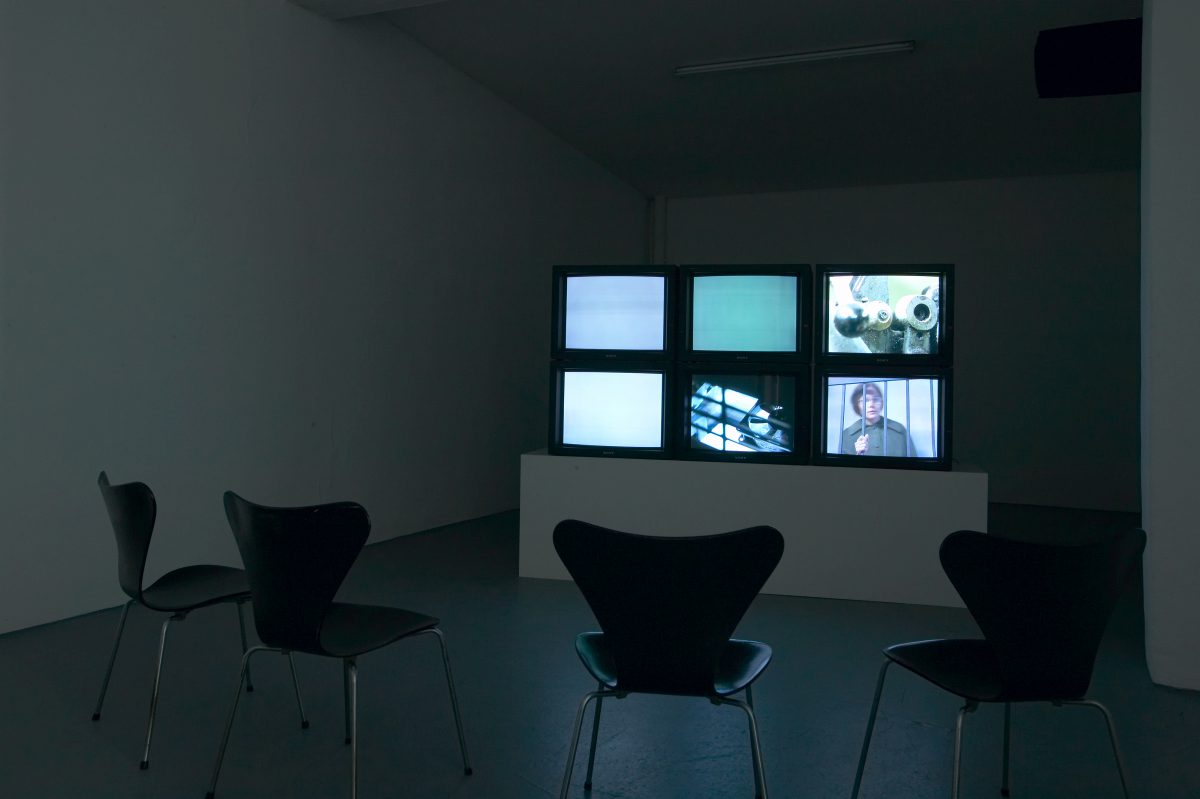 Qo akti?, installation view