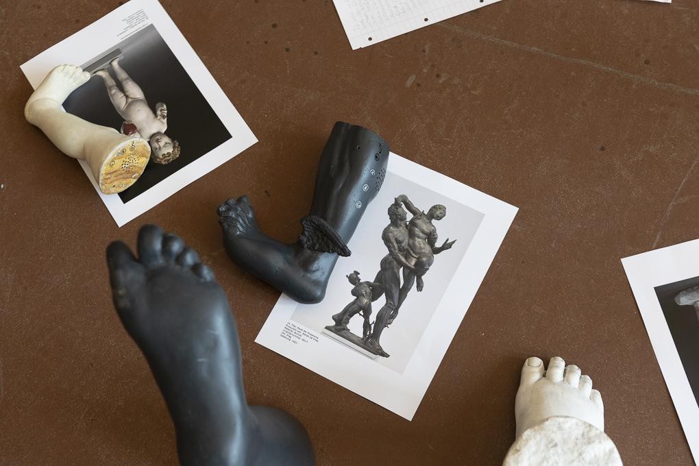 Foot and sculpture of the 'Raub des Prospertinas'