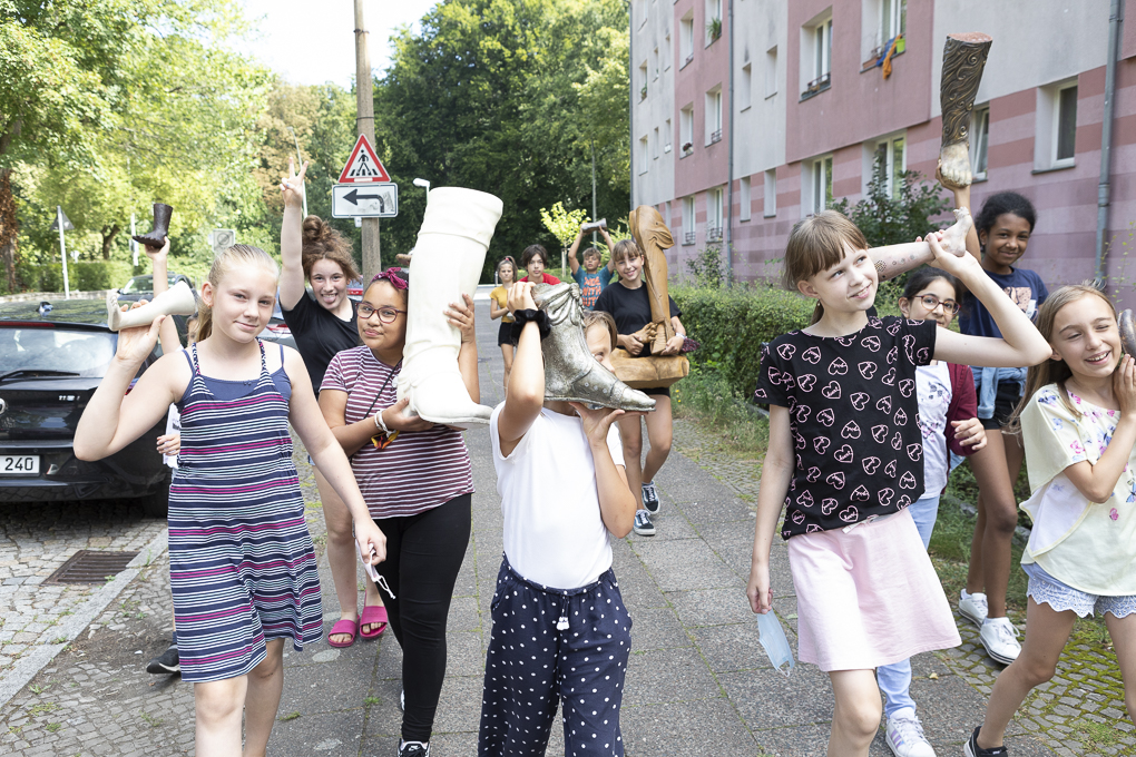 Pupils of the Sophie Brahe Schule walking with feet from the sculpture collection of Byzantine Art, Staatliche Museen Berlin