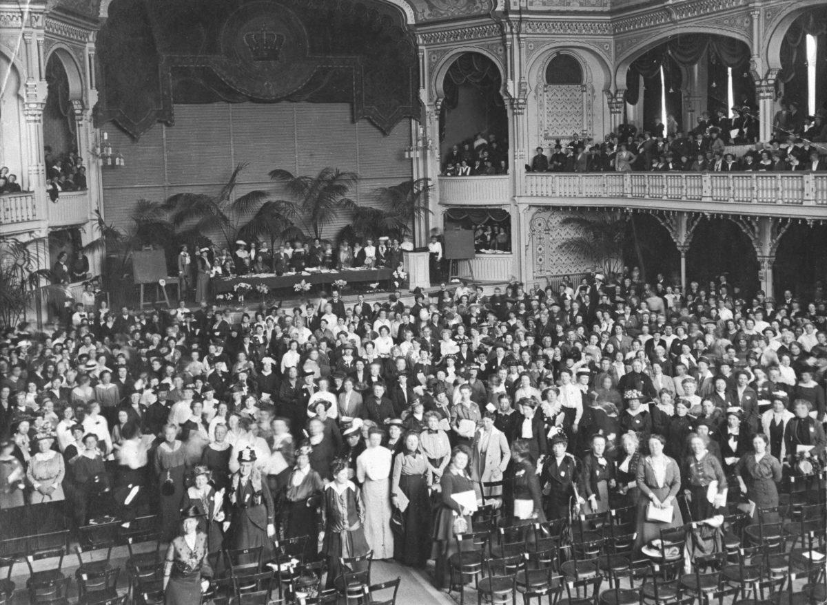 First women peace congresss 1915, Den Haag, photo: Vredesmuseum, Delft.